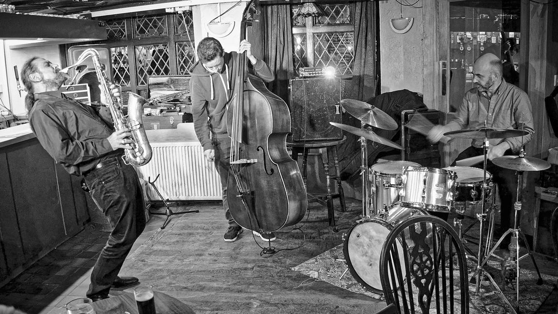 Hans Peter Hiby Trio